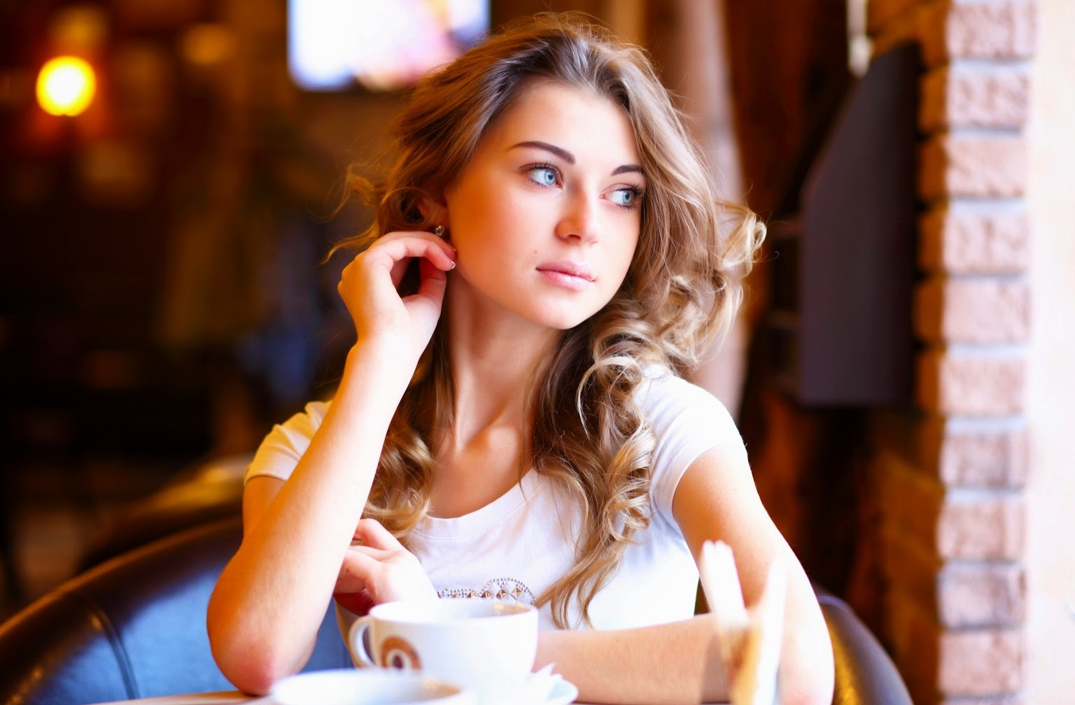 Meet Single Women - Where to Go and How to Attract Single Women